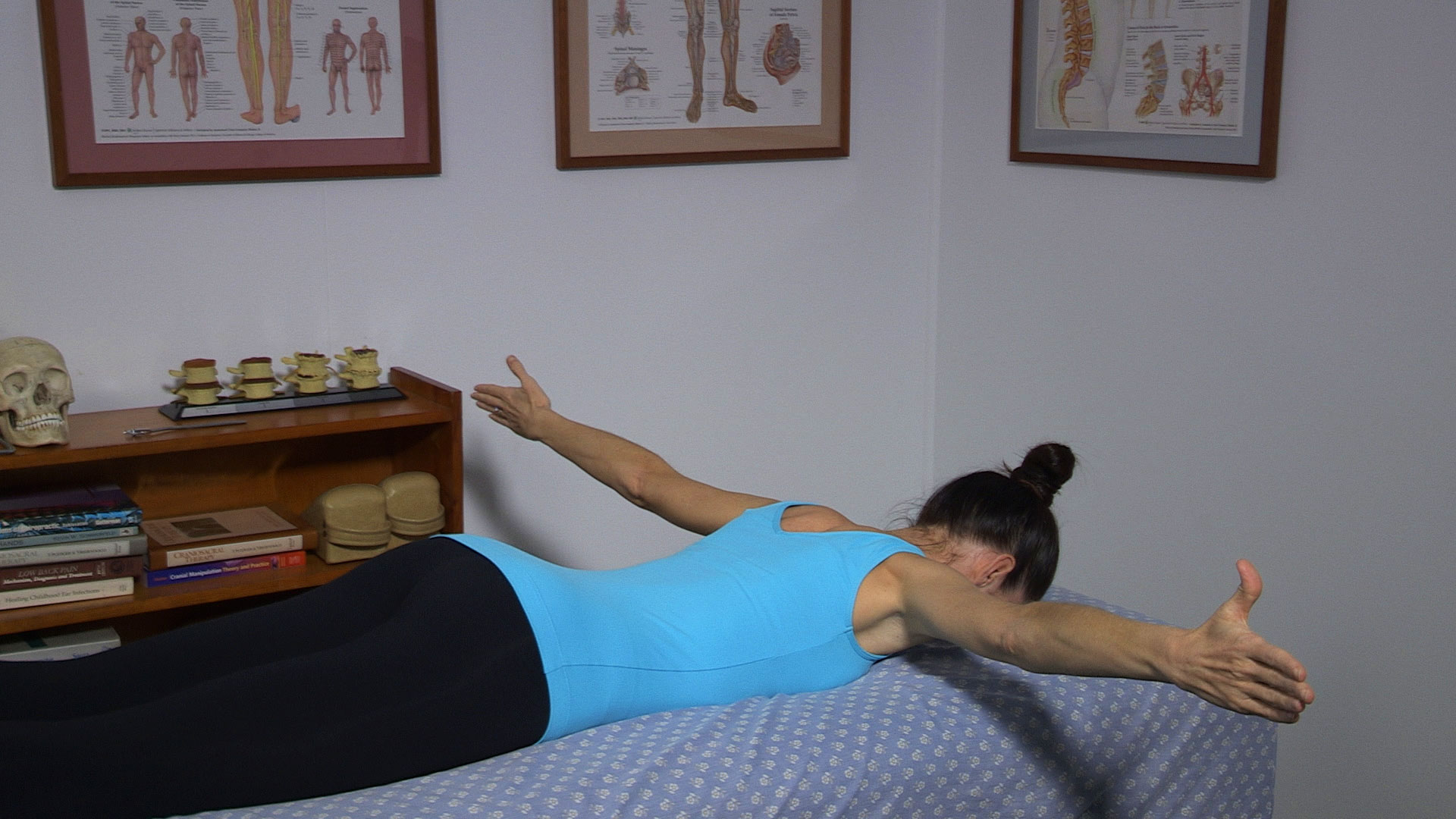 Townsville Chiropractor Providing Mid Back Strengthening Exercises